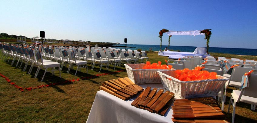 Jewish wedding on the beach in Apulia
