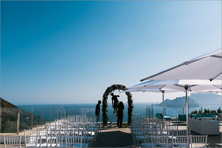 amalfi-coast-ceremony_overlooking_capri_island