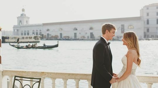 gondola-wedding-ceremony-venice