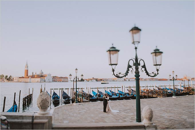 romantic wedding in Venice at sunrise