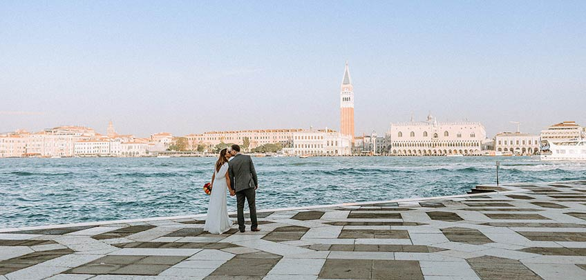 wedding in Venice at sunrise