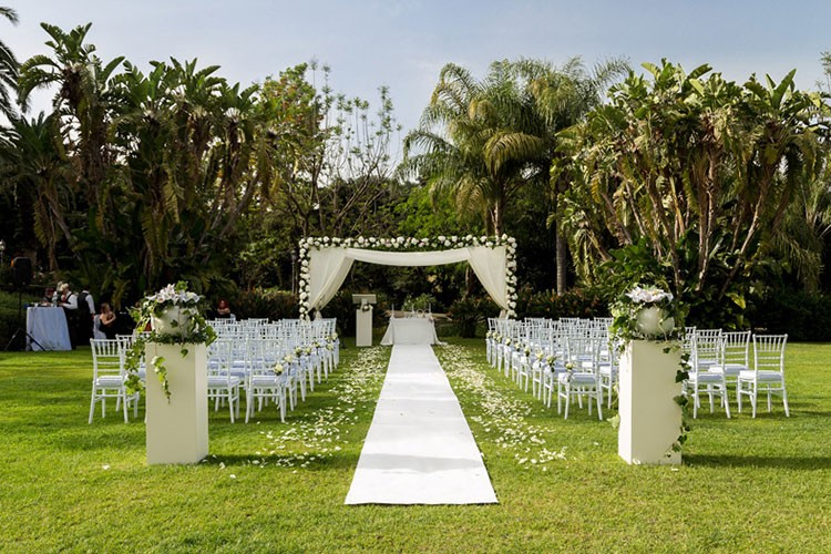 Outdoor ceremony at Villa La Limoniaia, Sicily